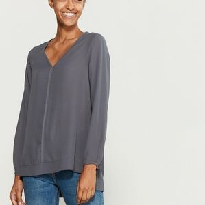🔆NWT PLEIONE Solid v neck blouse in grey 🔆